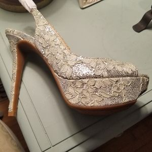 🌿Jessica Simpson🌿Sassy Silver Slippers